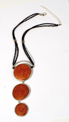 NECKLACE SHORT TRI CIRCLES RED